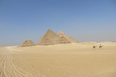 Pyramiden%20in%20der%20Wüste 480x320