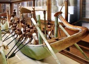 Ägyptisches Schiff im Museum